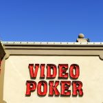 video poker sur mur blanc
