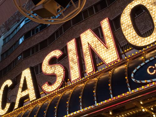 enseigne luxueuse d'un casino